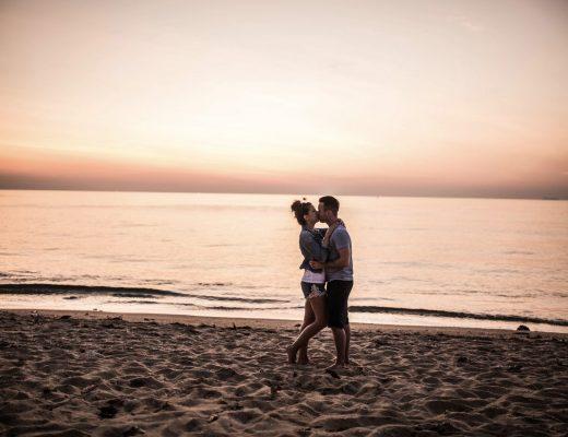 Pärchen Strand Sonnenuntergang
